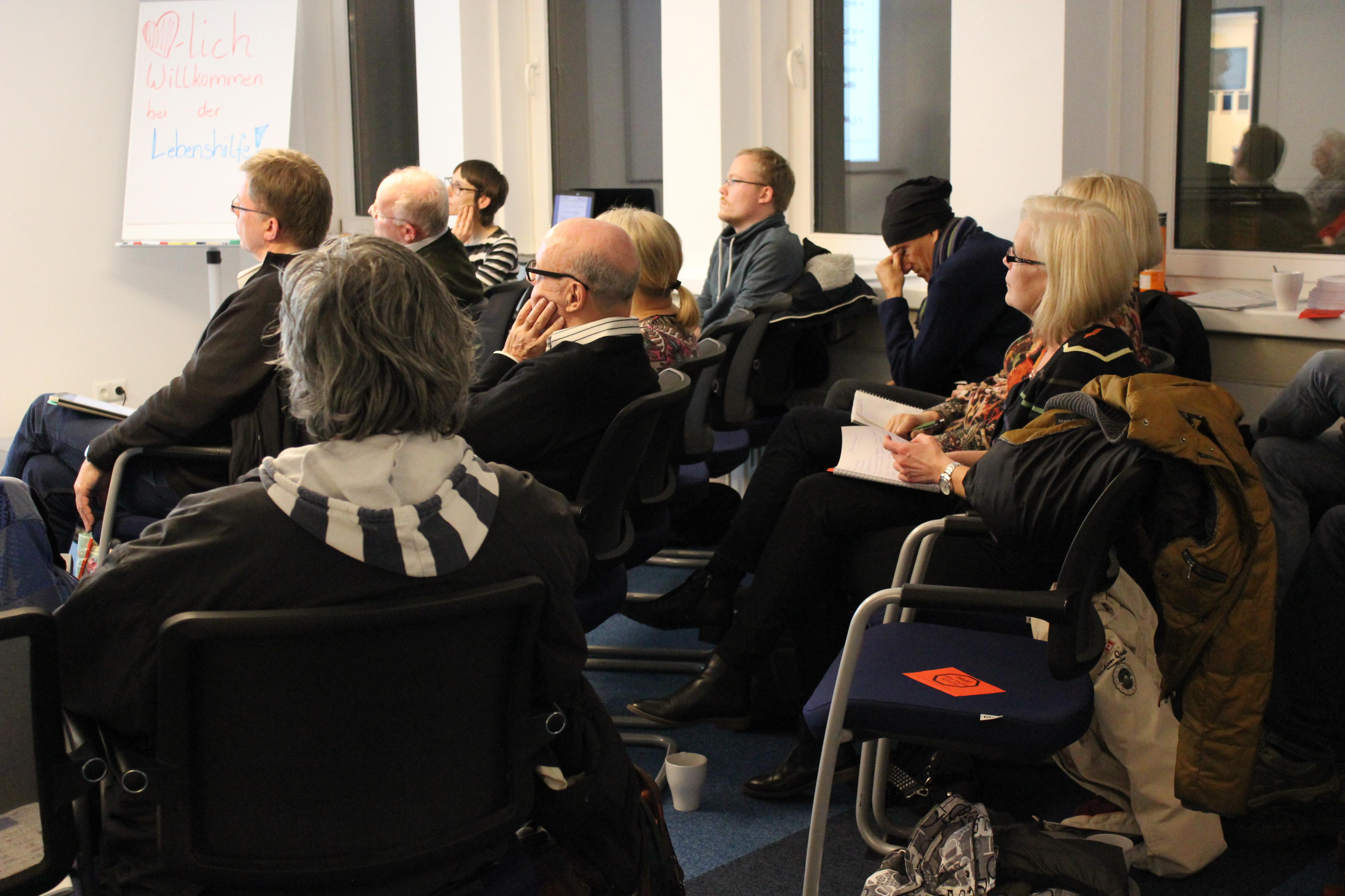 Infoabend BTHG: Teilnehmer hören zu