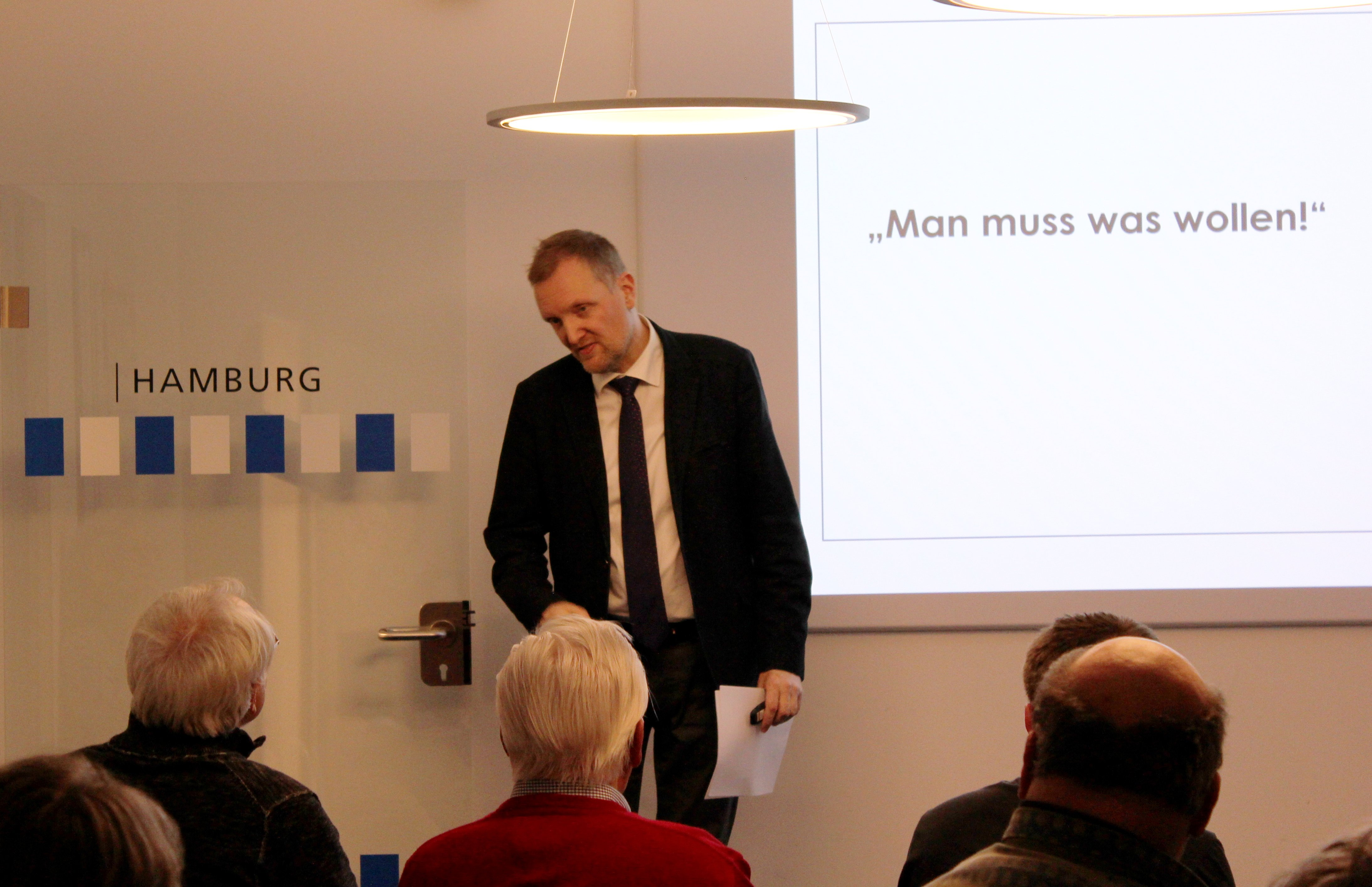 Prof. Dr. Bernzen hält einen Vortrag über das Bundesteilhabegesetz
