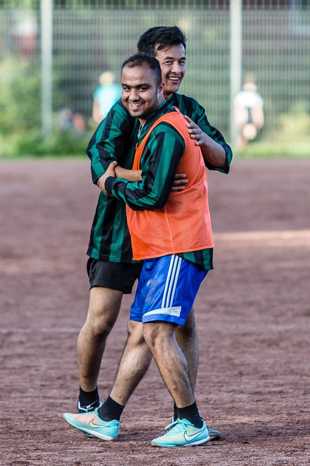 2 Fußballer lächeln