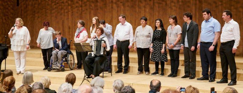 Chormitglieder in der Elbphilharmonie