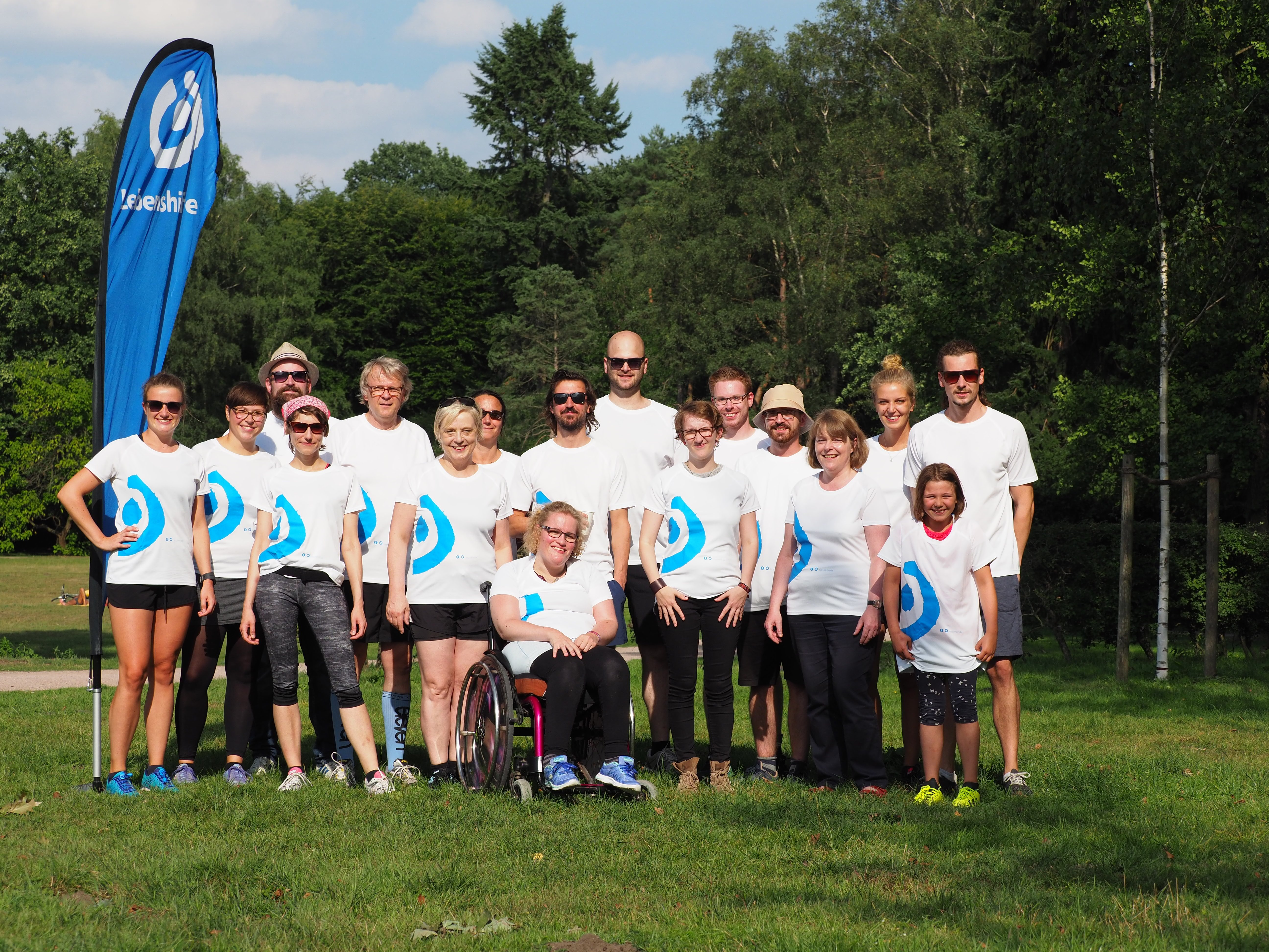 Gruppenfoto mit Lebenshilfe-Tshirts