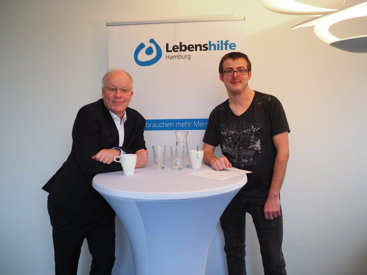Foto: Matthias Bartke und Alexander Wrusch an Stehtisch