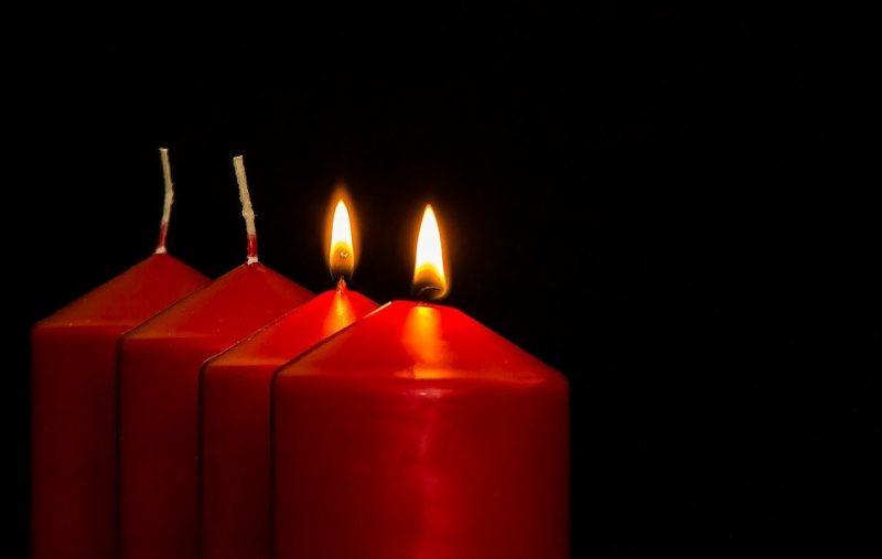 Zwei brennende Kerzen