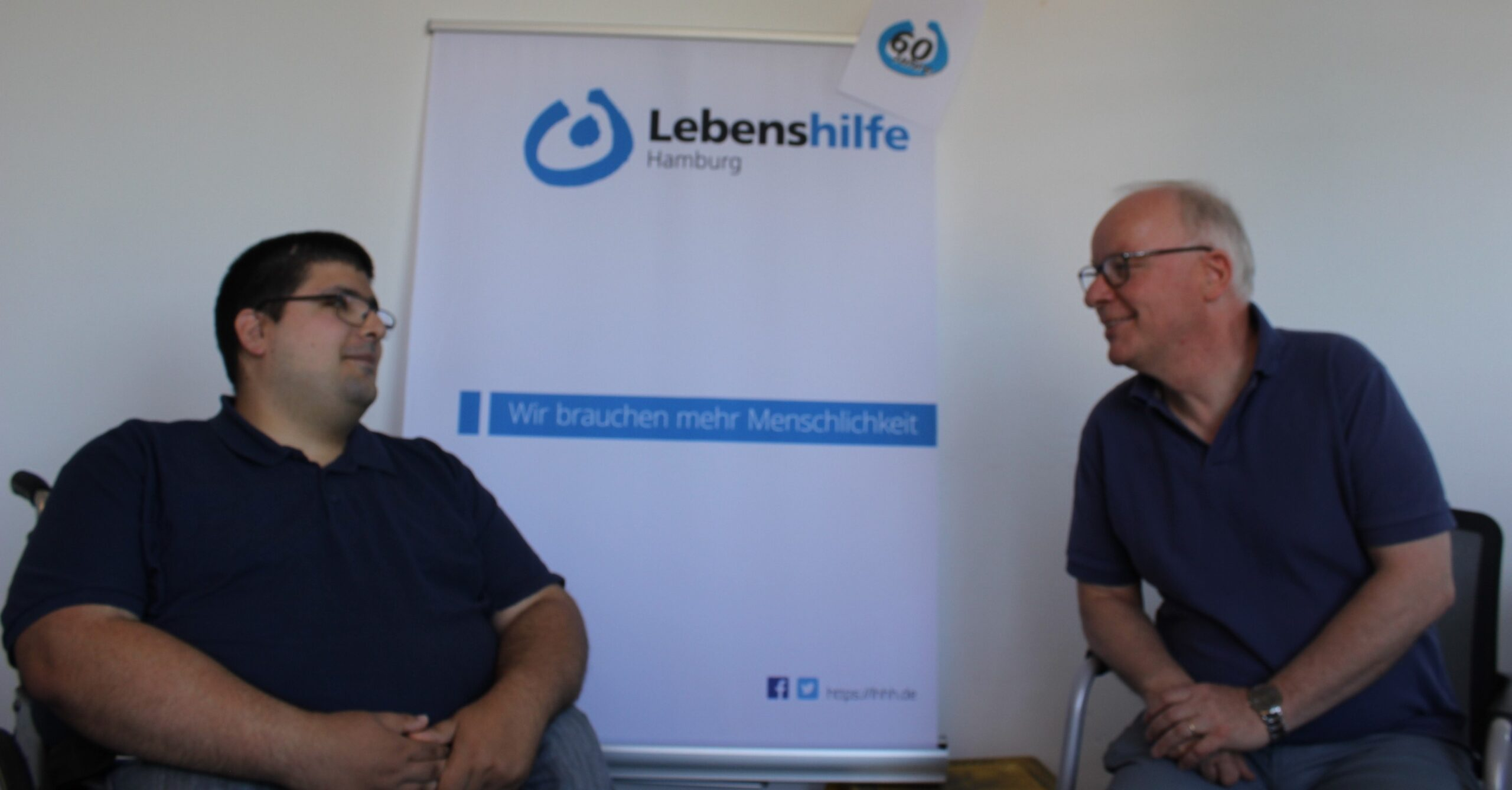 Matthiasa Bartke und Sadeg Borati sitzen nebeneinander