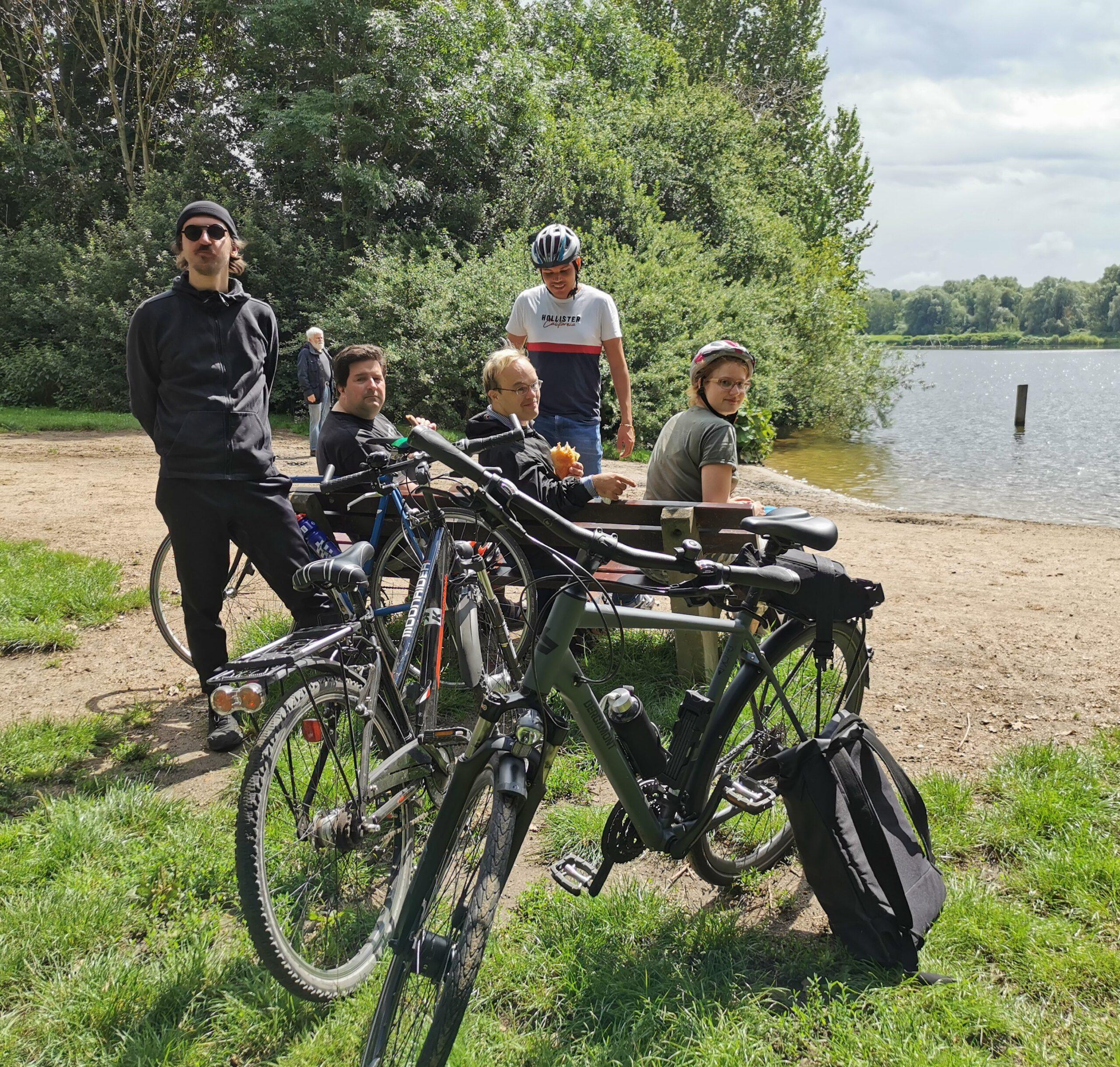 Radfahrer mit Fahrrädern