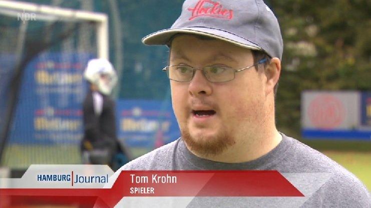Tom Krohn gibt beim Hockey Training Interview