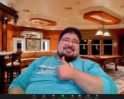Bildschirmfoto: Sadeg Borati vor einem zoom-Hintergrund